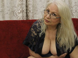 Voir le liveshow de  DianaKiss de Livejasmin - 62 ans - I'm gonna make You feel on the top of the world ? let the party begin. You are invited ;o