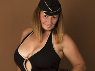 Voir le liveshow de  BadMumErica de Livejasmin - 42 ans - Hello I am a 40 year old mature lady who loves having sex with young boys visit my room and  ...