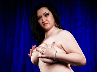 Voir le liveshow de  KinkyAmour de Livejasmin - 34 ans - Hot lady with endless lust. Not for the elderly alone.