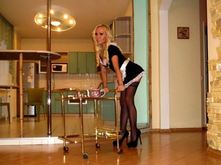 Watch DollBarby Live On Cam