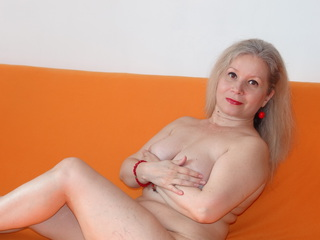 Voir le liveshow de  AMOReveryday de Livejasmin - 45 ans - Hello there! Please tell me how tempting and lustful I am. Just close Your eyes and imagine ...