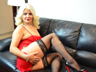 Watch LuxuriousMILF Live On Cam